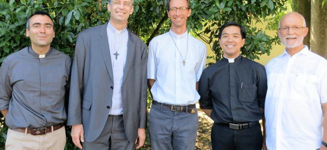 L'équipe de prêtres, diacres et conseils